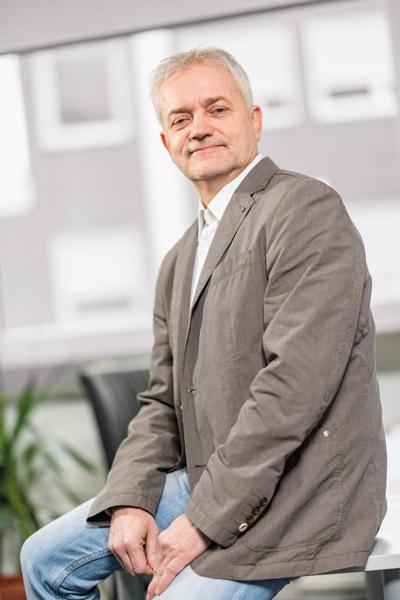 Herr Roger Kirschner